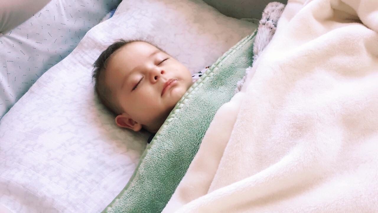 Bebé duerme solito